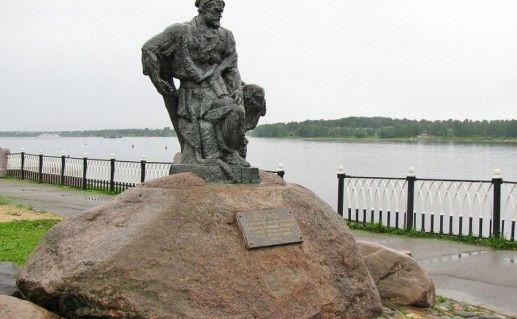 фото рыбинского памятника бурлаку
