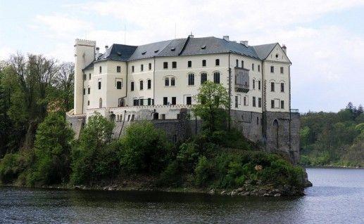 фотография вида на чешский замок Орлик