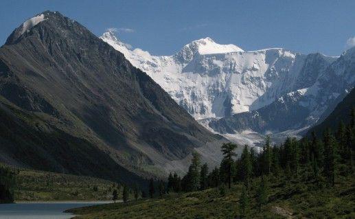 вид на гору Белуху в Горном Алтае фотография