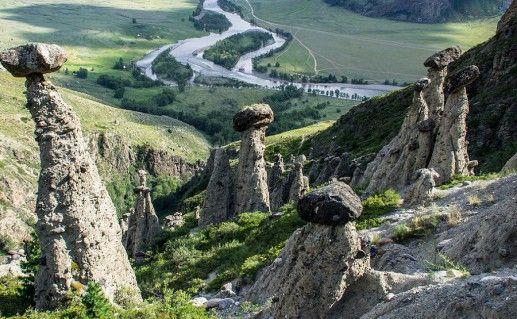 фотография вида на каменные грибы Ак-Курум на Алтае