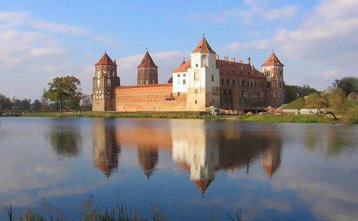 фотография вида на Мирский замок фото