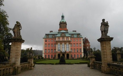 фотография вида на замок Ксенж в Польше