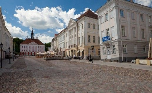 вид на Тартускую Ратушную площадь фотография