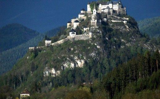 фотография вида на замок Гохостервиц в Австрии