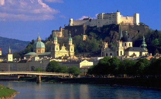 фото вида на замок Хоэнзальцбург в Австрии