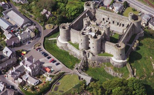 фотография вида сверху на замок Харлех в Англии