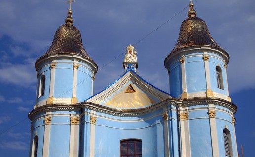 вид вблизи на Армянскую церковь в Ивано-Франковске фотография