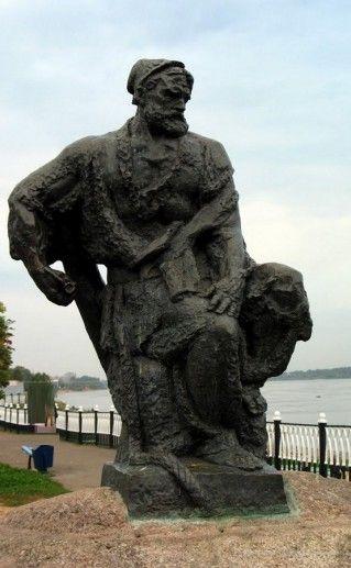 вид на рыбинский памятник бурлаку фотография