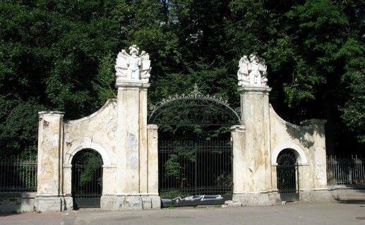 фото ворот замка Потоцких в Ивано-Франковске