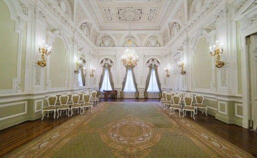 фотография зала регистрации в петербургском Дворце бракосочетания №1