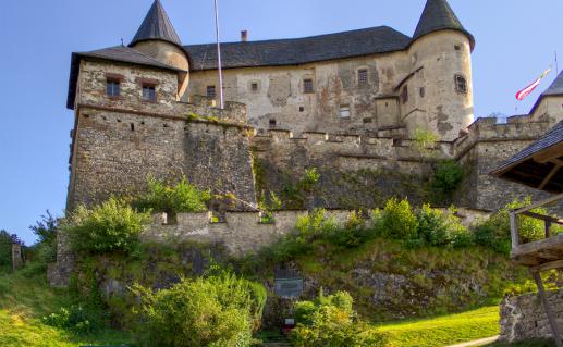 замок Гохостервиц в Австрии фотография