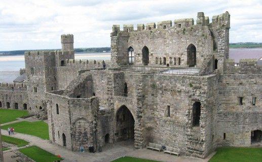 замок Карнарвон в Англии фотография