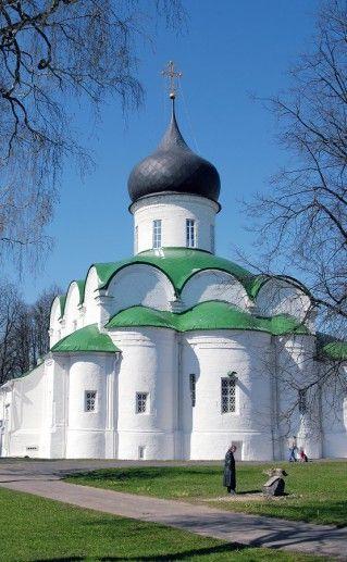 Один из соборов в Александровской слободе фото