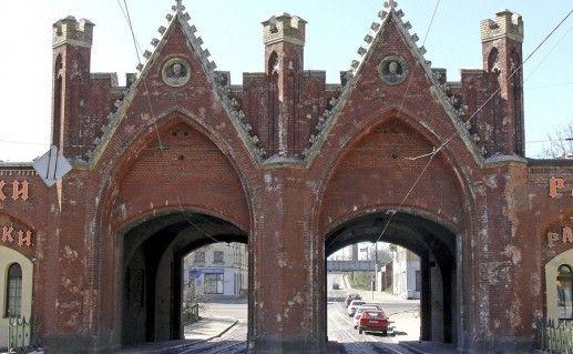 Фотография Бранденбургских ворот в в поселке Ушаково Калининградской области