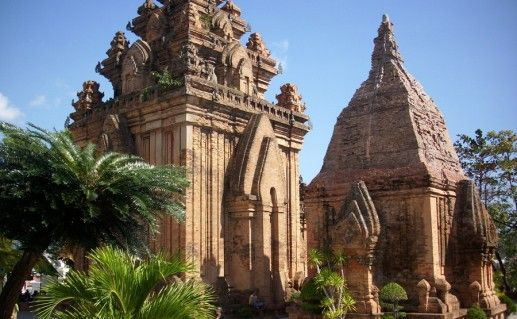 Чамские башни По Нагар в Нячанге фотография