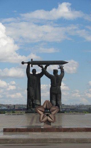 Фотография монумента Тыл – фронту