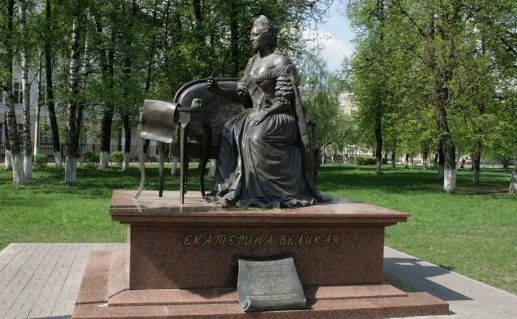 Памятник Екатерине II фотография