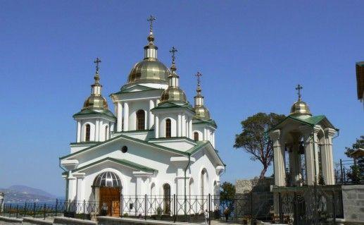 Церковь Архангела Михаила в Алупке фото