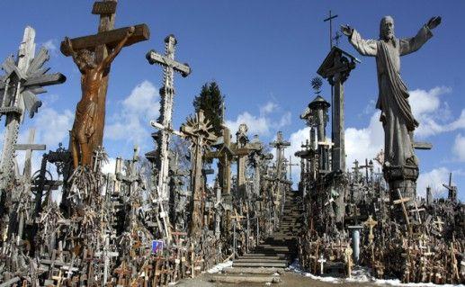 Гора Крестов в Литве фотография