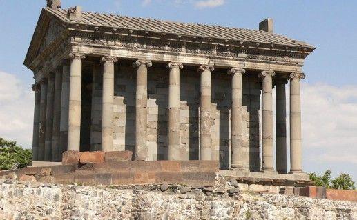 Храм Гарни в Армении фотография