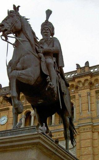 Фотография конная статуя короля Эрнста-Августа I в Ганновере