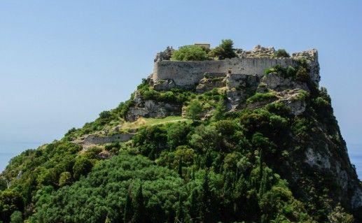 Крепость Ангелокастро на острове Корфу фото