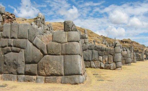 Крепость Саксауаман в Перу фотография