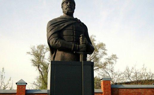 Фото Памятник-бюст Д.Пожарскому в Зарайске
