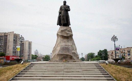 Фотография памятник Е.П.Хабарову