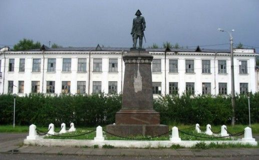 Памятник Петру Первому фото