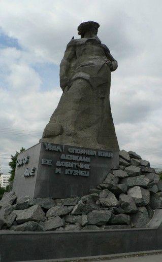 Фото скульптурная композиция «Сказ об Урале»