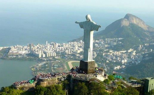 Статуя Христа-Искупителя в Рио-де-Жанейро фото