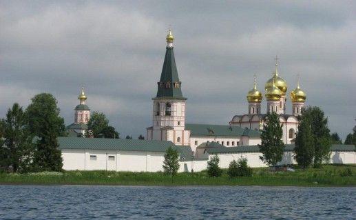 Иверский монастырь в Валдае фото