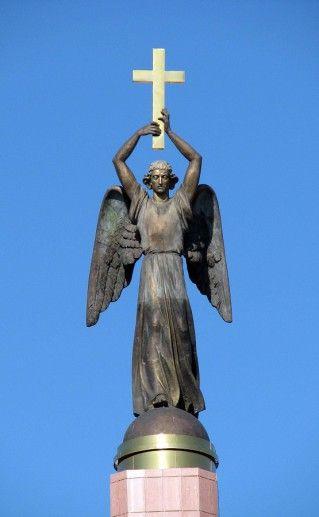 фото ангела-хранителя города в Ставрополе