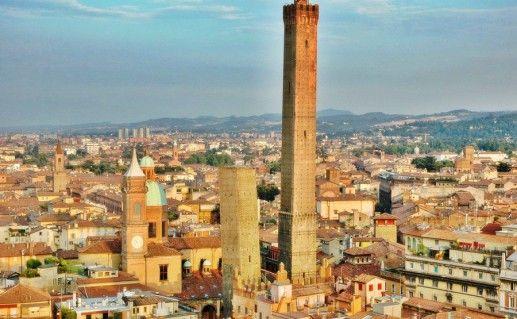 фото двух башен в Болонье