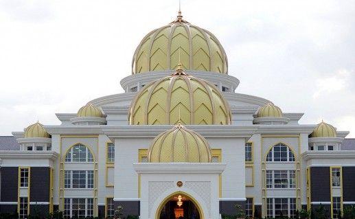 дворец Истана Негара в Куала-Лумпуре фото