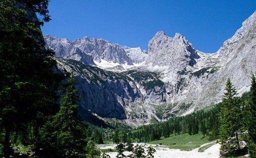 гора Цугшпитце в Баварии фото