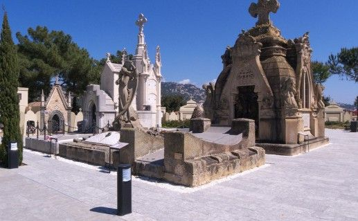 фото Модернистского кладбища в Ллорет-де-Мар