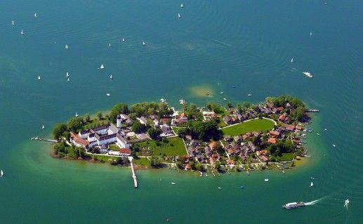 фото вида сверху на озеро Кимзее в Баварии