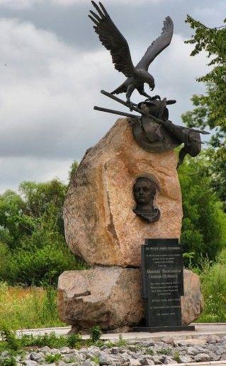 фотография памятника Михаилу Скопину-Шуйскому в Калязине