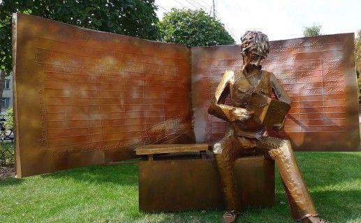 фото памятника зачетной книжке в Ставрополе