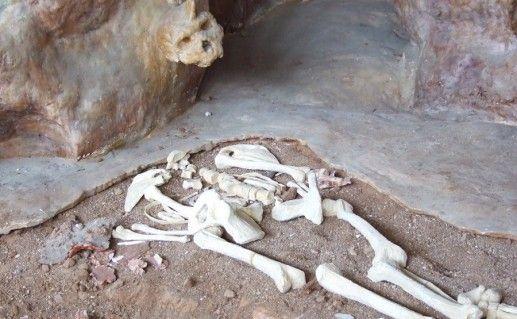 фотография Петралонской пещеры в Халкидики