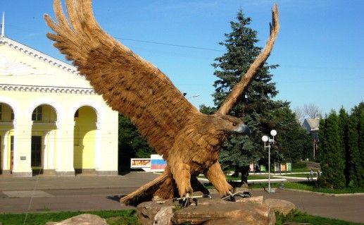 фото скульптуры орла в городе Орел