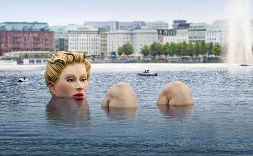 фотография скульптуры в озере Альстер в Гамбурге