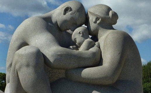 скульптуры в парке Вигеланда в Осло фото