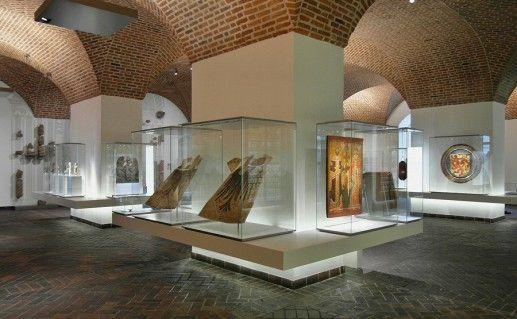 экспонаты Германского национального музея в Нюрнберге фото