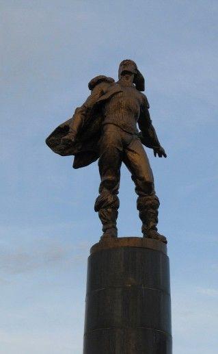 памятник героям-стратонавтам в Саранске фото