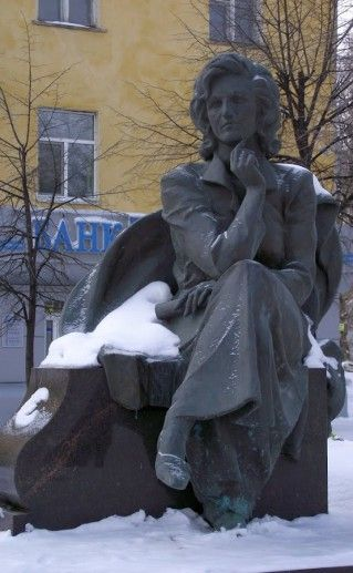 памятник Леонтьевой в Ульяновске фото