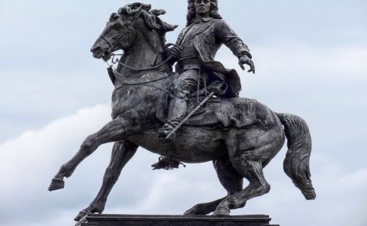 фотография памятника Татищеву в Тольятти
