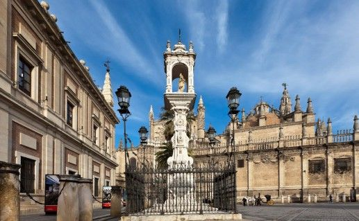 площадь Триумфа в Севилье фото